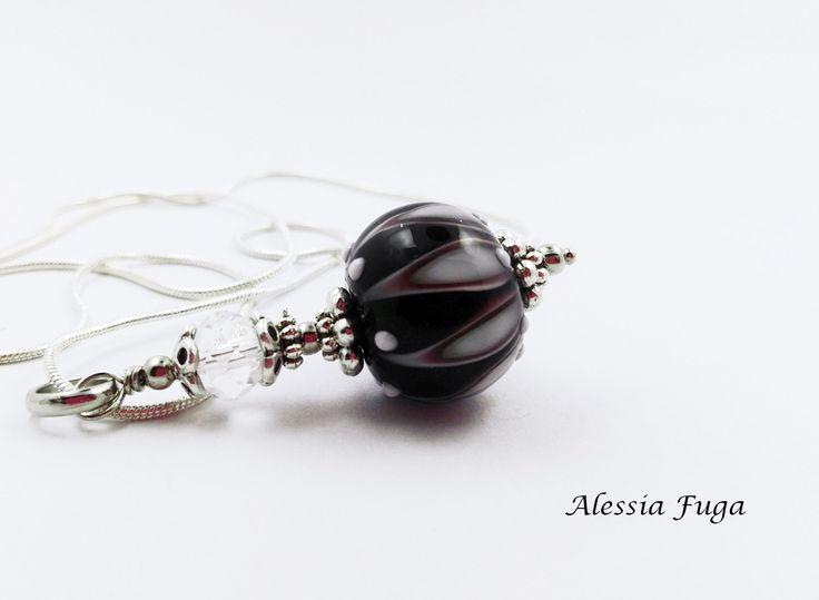 Black, white and dark amethyst lampwork glass bead pendant di alessiafuga su Etsy