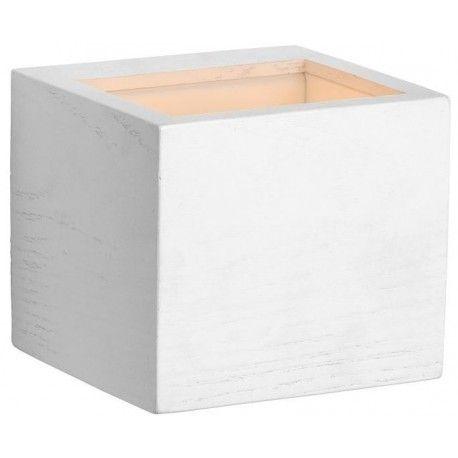Kwadratowy kinkiet ścienny do sypialni Coba wykonany z drewna. https://blowupdesign.pl/pl/31-wiszace-stojace-lampy-drewniane-design-skandynawski #lampydrewniane #kinkietyścienne #drewniantkinkiet #woodenlamps #lightingstore