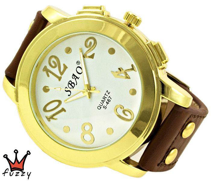 Γυναικείο ρολόι, σε χρυσό και λευκό, με μεγάλα νούμερα στο εσωτερικό του.  Λουράκι σε καφέ χρώμα από δέρμα. Διάμετρος καντράν 50 mm.
