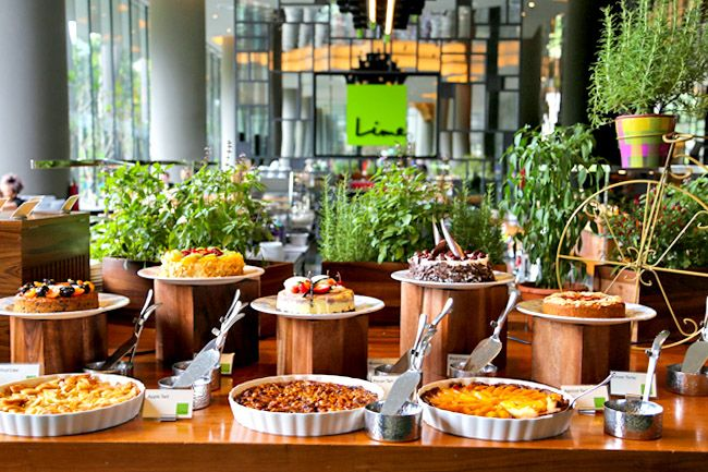 The 25 best hotel breakfast ideas on pinterest for Au jardin singapore sunday brunch