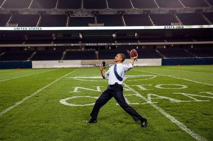 Avec un ballon de football américain