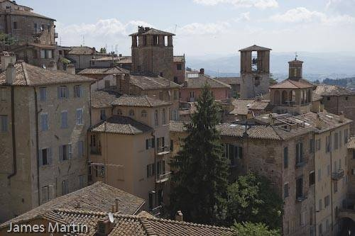 Perugia is a very cosmopolitan city and home to two universities. It hosts a world-famous jazz festival in the summer and its University for Foreigners is a great place to learn Italian.
