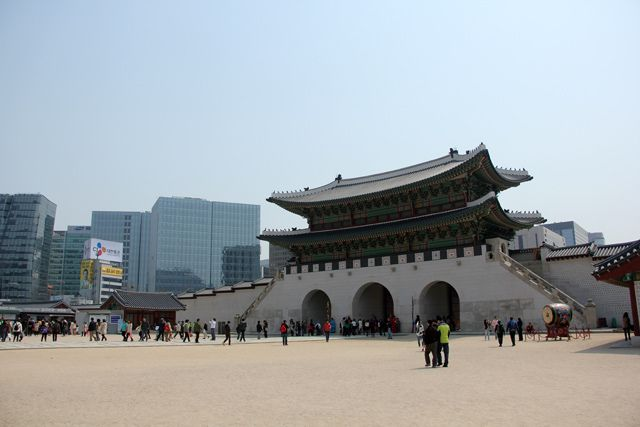 The most essential Seoul travel guide packed with lots of useful visiting information and tourism tips!