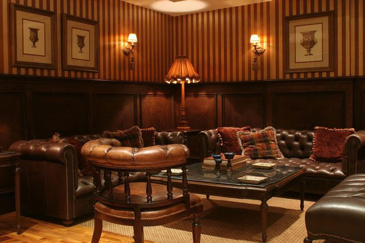 *half wall paneling* color scheme, furniture, throw cushions