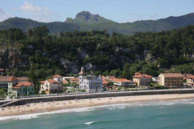 Noin 200 kilometriä Bilbaosta länteen sijaitsee paikkakunta nimeltä Ribadesella. Tämä pieni yhteisö sijaitsee Biskajanlahden rannalla, jonka rantaan lipuvat Cantabrian meren aallot. Tällä rauhallisella alueella Pohjois-Espanjassa sijaitsee upea rantahotelli Villa Rosario.