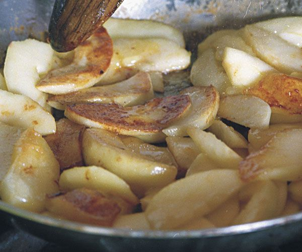 Sauteed Apples....Saute in butter with nutmeg, allspice, cinnamon and ...