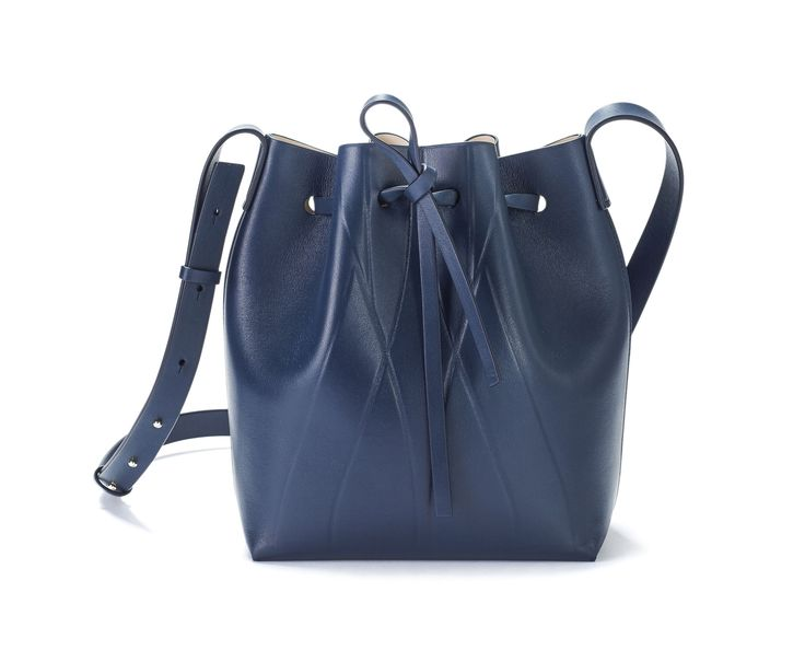 ALESYA ORLÓVA leather bucket bag in blue // Minimal Bag - chic minimalist accessories // leather accessories // Leder Beutel // made in Italy