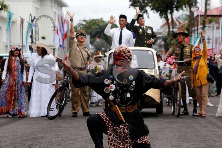 Karnaval Tutup Rangkaian Peringatan ke-60 KAA http://sin.do/etCv  http://photo.sindonews.com/view/12228/karnaval-tutup-rangkaian-peringatan-ke-60-kaa