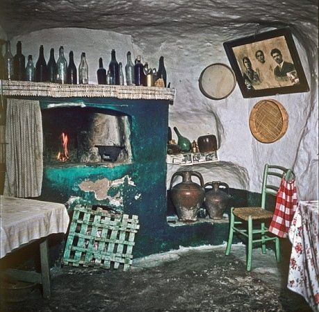 Sant'Antioco, tomba ipogeica trasformata in abitazione, 1959