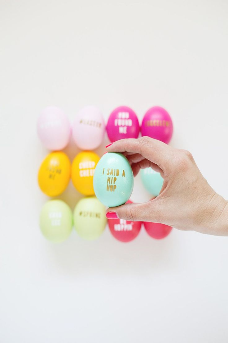 8 Egg-cellent ideas for decorating Easter Eggs: Typography Easter Eggs by Lovely Indeed
