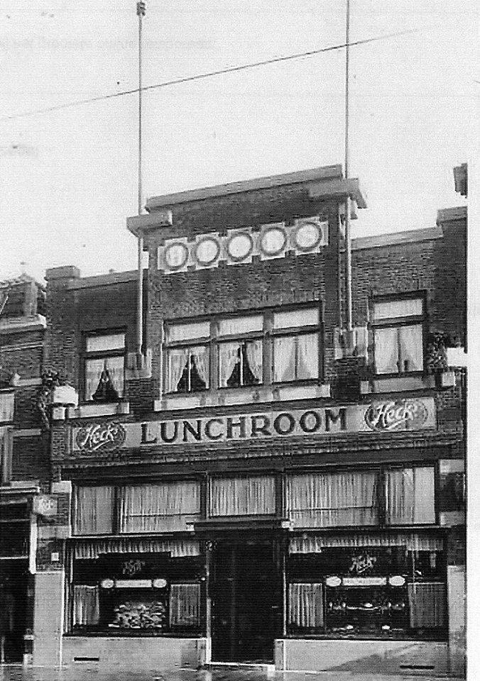 Heck's lunchroom, Stationsweg (1939). Tegenwoordig is daar een vestiging van uitzendbureau Tempo Team.