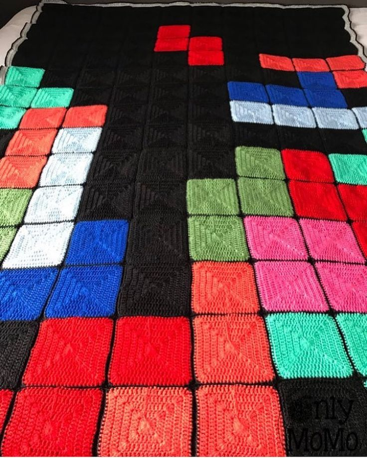 My friend @onlymomo.etsy made something nice and warm for these cold winternights. :) Now the Tetris tune is stuck in my head. Thanks Monique. ;) -Melvin #Tetris #retrogaming #nintendo #retrogame #retrogamer #arcade #atari #commodore #playstation #xbox #fireplace #patchwork