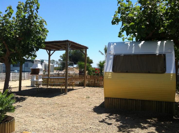 Caravanas vintage en el Camping Miramar, en la Costa Dorada. #CampingMiramar #caravanasvintage #vintagecaravan #camping #beach #costadorada  www.facebook.com/CampingMiramar
