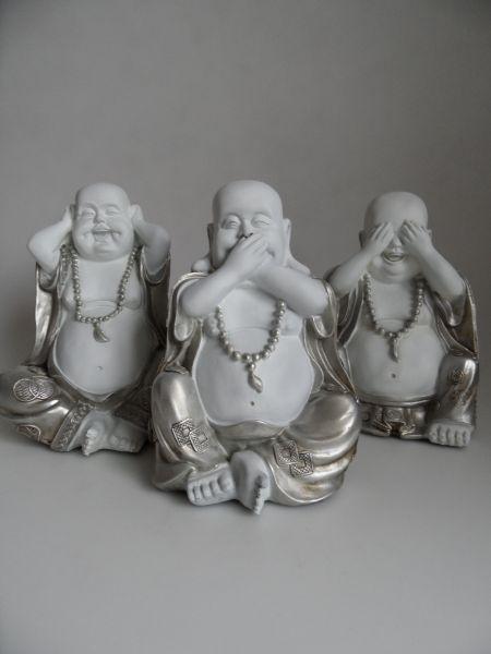 Dikke lachende boedha horen zien en zwijgen zilver wit. http://www.wanwisawebwinkel.nl/index.php/boeddhas/mooie-boeddha-beelden/set-horen-zien-zwijgen-groot-dikke-boeddha-detail