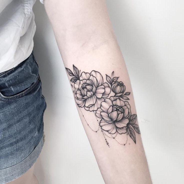 Refined tattoo by Anna Bravo #AnnaBravo #flower #floral #botanical #monochrome