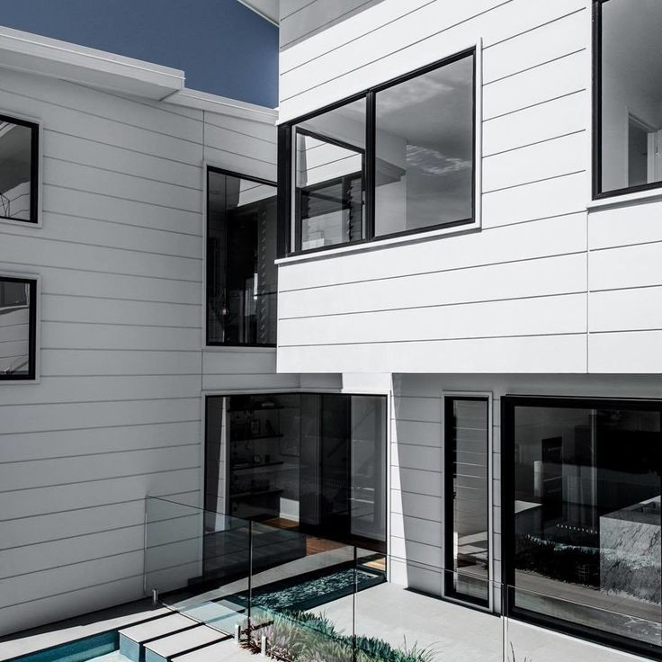 Sometimes less is more. @kalkahomes have created a modern space using a simple palette and the long lines of horizontal Scyon Stria cladding. Love the modern look? Click the bookmark tab to save.    #modernhouse #modernhome #dreamhome #exterior #housegaols