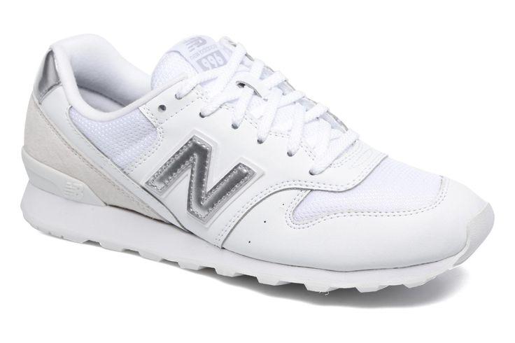 ¡Consigue este tipo de deportivas de New Balance ahora! Haz clic para ver los detalles. Envíos gratis a toda España. WR996 by New Balance: ¡Envío GRATIS en 48hr! Deportivas New Balance (Mujer), disponible en 38|39|40 New Balance no hace las cosas a medias con las zapatillas Wr996, que saben combinar el estilo callejero y deportivo. Llenas de estilo, con el famoso emblema de la marca en forma N, las New Balance Wr996 son un modelo muy cómodo que recomendamos sin lugar a dudas. La plantil...