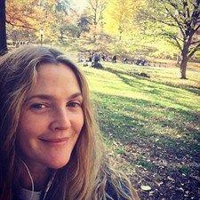 Moda: #Drew #Barrymore al #parco senza trucco (link: http://ift.tt/2fY3eUt )