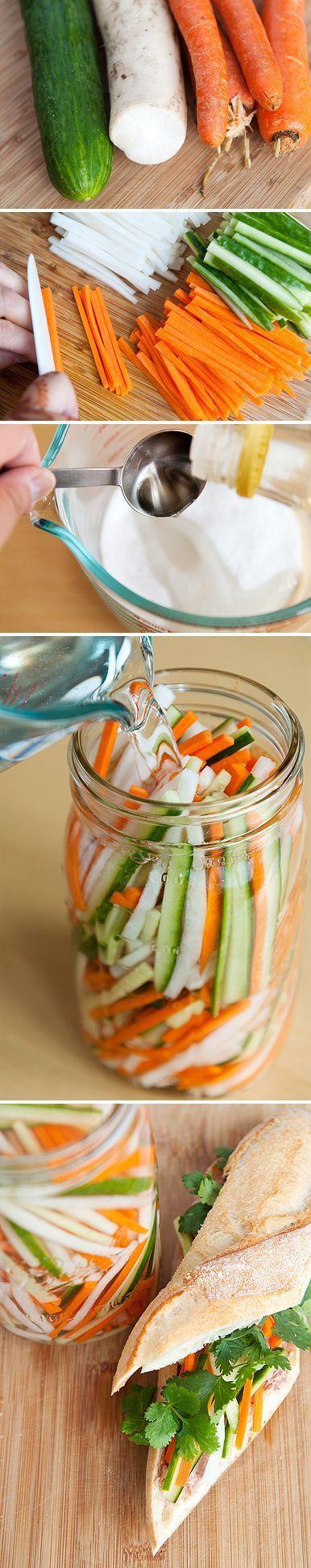 Pickles de légumes vietnamien 1 tasse de sucre 1 tasse de sel 1 tasse de vinaigre de riz et des légumes en batonnets, cocombre, navet, carotte ...