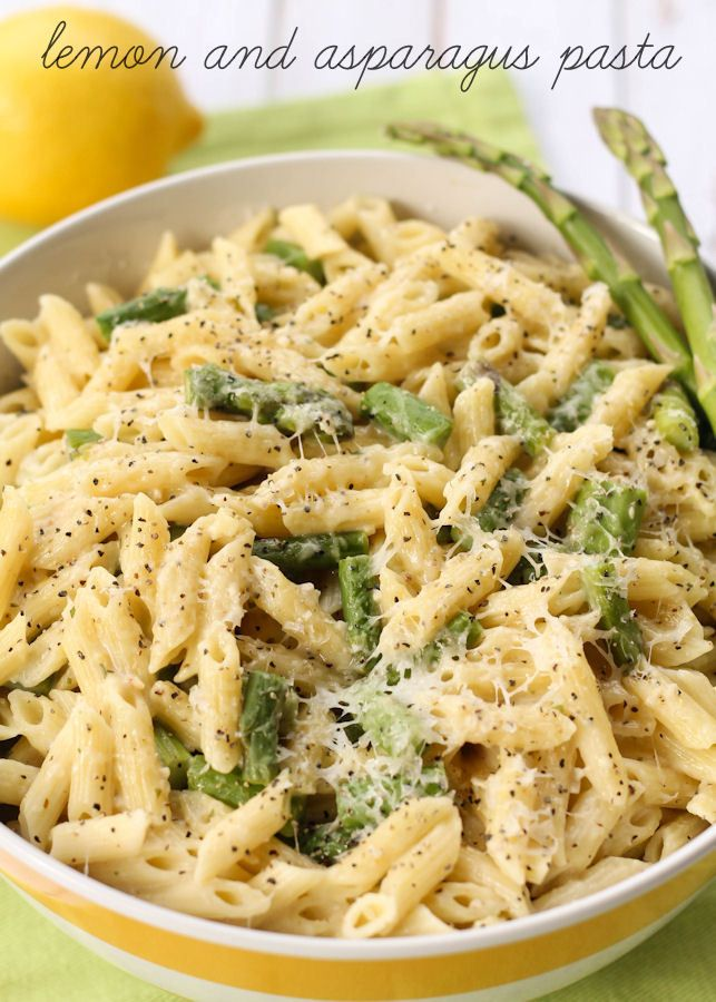 Cheesy Lemon and Asparagus Pasta - another great dinner idea on { lilluna.com } Penne pasta and asparagus with parmesan cheese and lots of seasonings!!