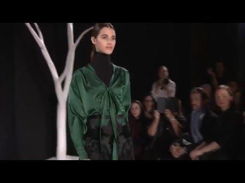 VALENTIN YUDASHSKIN осень-зима 2016-2017. Показ на Парижской Неделе моды