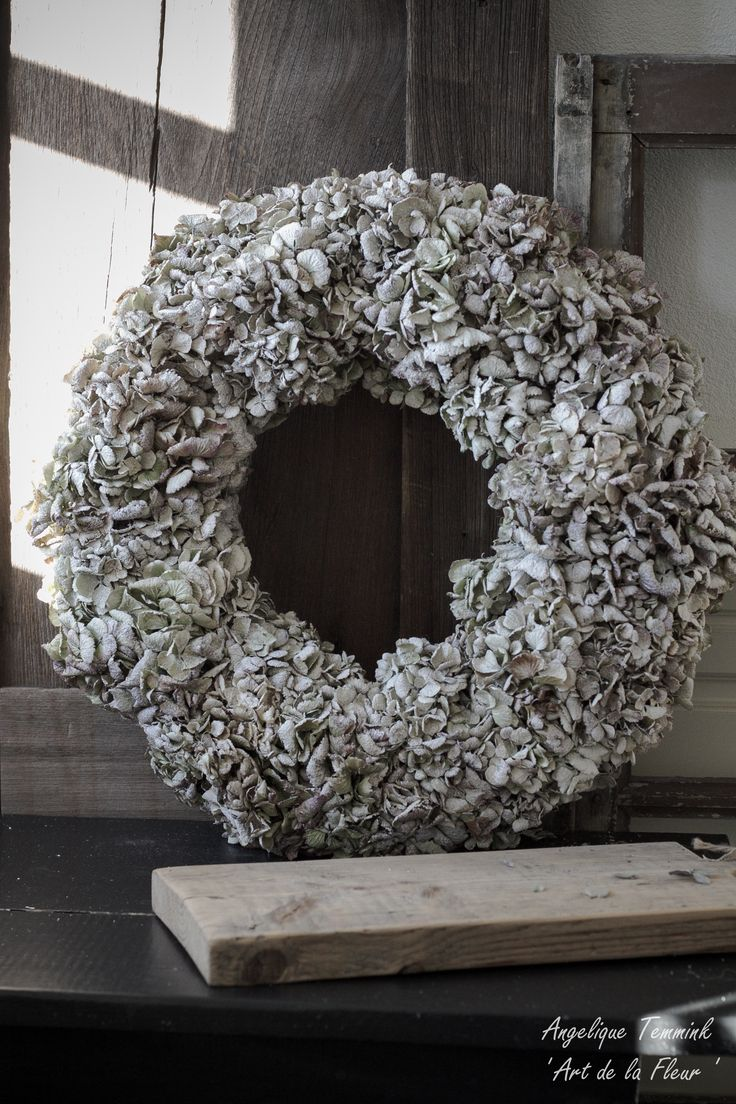 """ Art de la Fleur "" www.artdelafleur7.nl Angelique Temmink Waalboer. Hydrangea , wreath , krans , Hortensia , Floral , Flowers.. Sobere & Landelijke Bloemschik - Workshops , Goedereede. Holland."