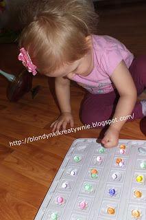 Stymulacja sensoryczna pomaga w pełniejszym rozwoju dziecka . Proste zabawy i aktywności wpływają na napięcie mięśniowe, równowagę, ...