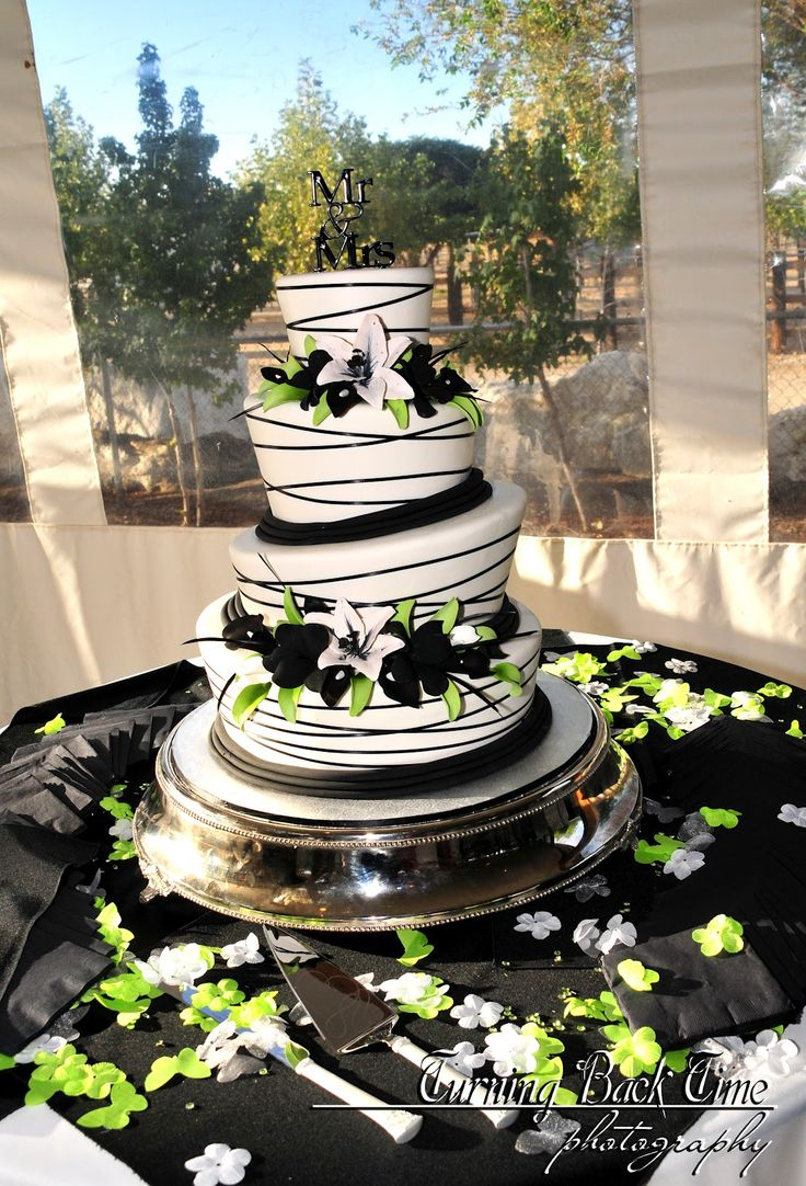 This is gonna be my wedding cake ( : love lime green <3