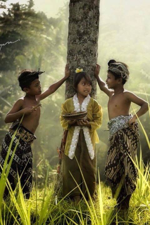 Nice indonesians boys well dressed talking with the cuttest girl ♥ of their area - Cute photo from Bali.