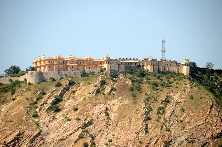 Walk and trek to peaceful Nahargarh Fort through narrow lanes of walled city | Padhaaro