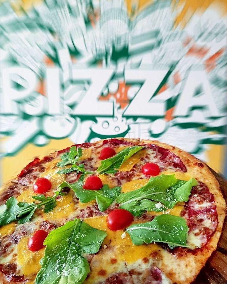 İtalya dönüşü pizzayı özledik elbette Pizza için doğru adres @casalapizza . Kendi pizzamı oluşturdum... Dana kaburga çedar peyniri ve roka üstüne parmesan ve cherry domates ile son dokunuşu yaptım. Dana kaburganın isli tadını peynir ve roka ferahlığı ile beraber pizzaya çok yakıştırıyorum.  Büyük boy pizza 33 TL.  444 6 (CLP)257 #oburcan #casalapizza #ankara #oburcanankara #oburcanpizza #instafood #foodgram #yum #yummy #hungry #tasty #delicious #instagood #eat #eating #food #foodie