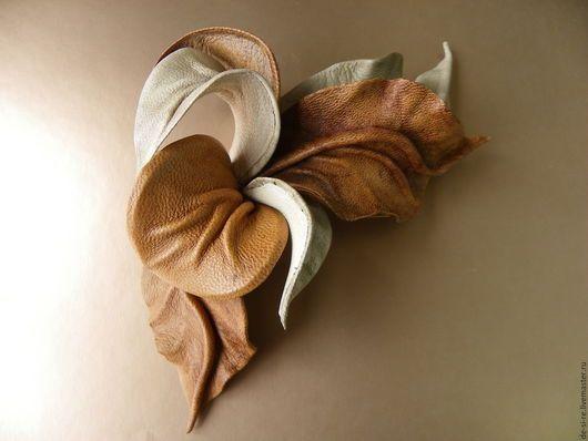 Брошь- цветок объёмная из кожи Орхидея `Орешек для Золушки` рыжая бежевая коричневая. Брошь на сумку, пояс, шляпу, пальто, шубу, пиджак, платье, свитер,шарф,шаль, платок, палантин, верхнюю одежду.....