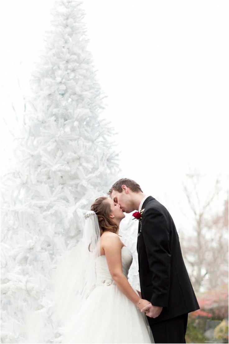 Inn at Laurel Point Wedding Photos Victoria BC Canada | Ashley and Brandon Photography