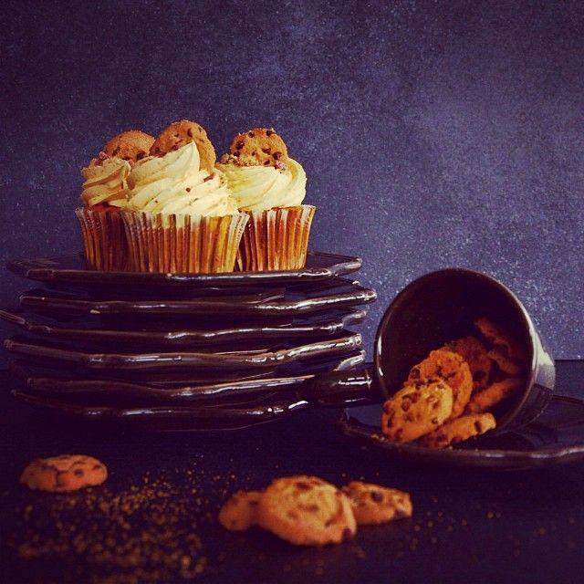 Cookie Dough: ζύμη μπισκότου, βανίλια και chips σοκολάτας γάλακτος. Συνδυάζεται υπέροχα με μία ζεστή Βουτυρομπύρα latte.