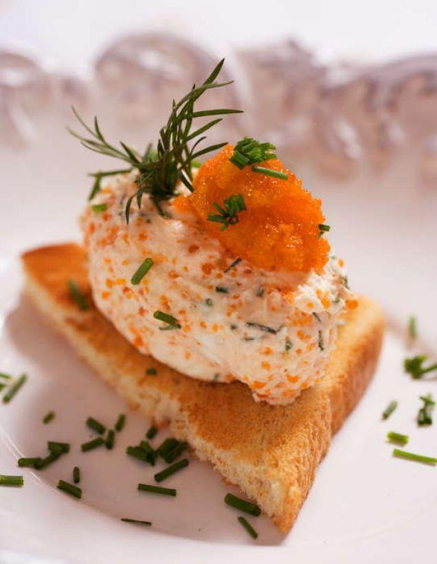 Fransk ost och svensk kaviar.
