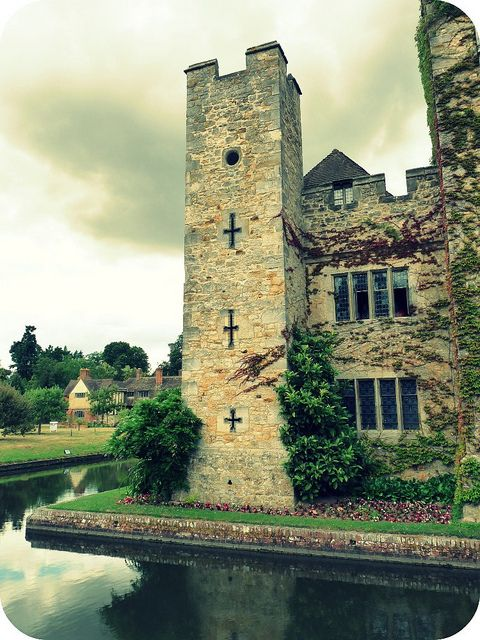 Hever Castle -The family home of Anne Boleyn I lived in Kent and as a child this was a favorite place for me.