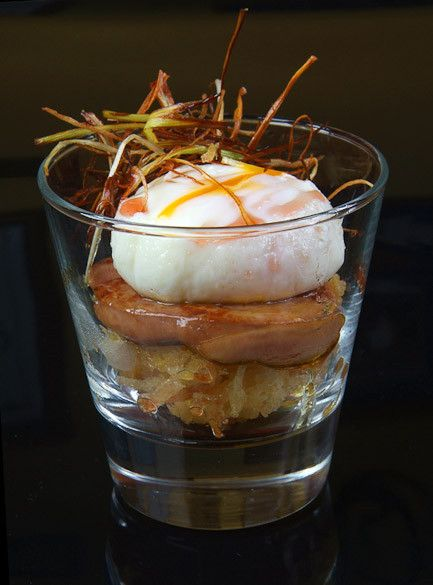 #Huevo roto .. Break that egg on too pan fried ducks liver #Foie-Gras and compotée of onions;)