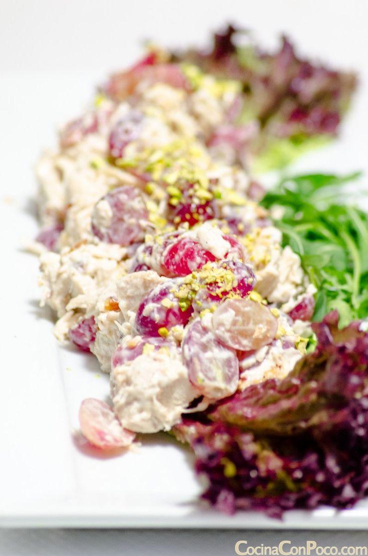 Hoy os dejo la receta de ensalada de pollo, con uvas y frutos secos, o ensalada letona, como le llamamos en casa. Os preguntareis ¿por qué le llamamos así?. Pues bien antes de navidades una compañe…