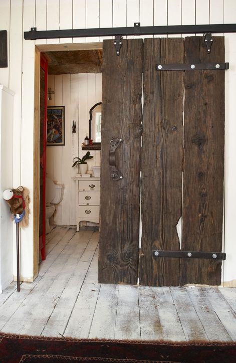 Puerta corredera rústica.