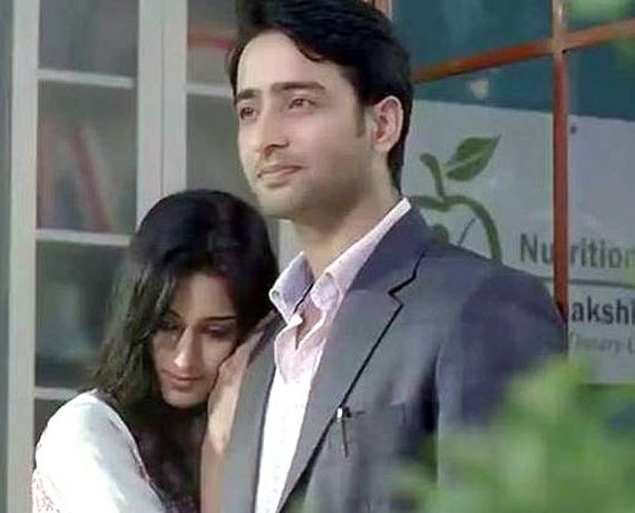 Kuch Rang Pyar Ke Aise Bhi: Dev to lock Sonakshi in a tight embrace