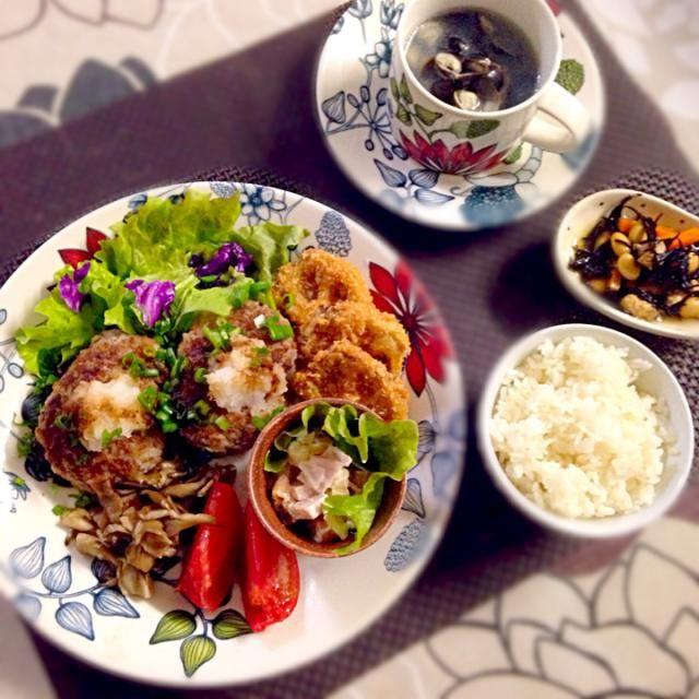 レンコン入りおろしハンバーグ、レンコンフライ、マカロニサラダ、舞茸のソテー、しじみのスープ、ひじきの煮物。 - 14件のもぐもぐ - レンコン入りおろしハンバーグ by yuimama1211