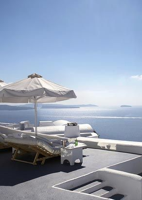 Dreaming of a lazy and luxurious afternoon in Santorini?