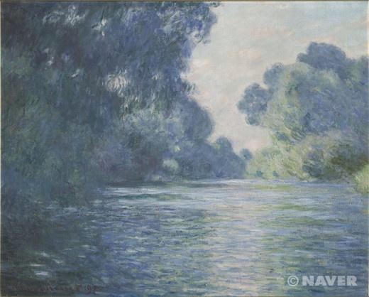 1897년 클로드 모네(Claude Monet, 1840-1926)는 지베르니의 정원 안에 있는 독립된 건물 안에 마련한 두 번째 스튜디오로 작업실을 옮겼다. 그는 이곳에서 봄, 여름에 시작했던 작품들을 마무리할 수 있었는데, 이 작품들에 《지베르니 부근의 센 강변》도 포함된다. 이 작품은 1896년 여름에 시작하여 1897년에 완성되었다. 56세의 모네는 지베르니를 흐르는 센 강의 지류를 새벽 풍경에 담아 연작으로 그리기 시작했다. 60이 다 된 나이에도 불구하고 모네는 태양이 뜨기 이전의 모습을 담기 위해 새벽 3시 30분에 일어나 이슬이 맺힌 평원을 가로질러 걸었다. 오직 이 방법을 통해서만이 하늘의 색채가 변화하고, 안개가 아직 남아있는 새벽의 순간을 포착해낼 수 있었다. 푸르른 하늘의 이미지가 깨끗한 분위기를 연출해준다. 가슴까지 시원해지는 느낌이다.