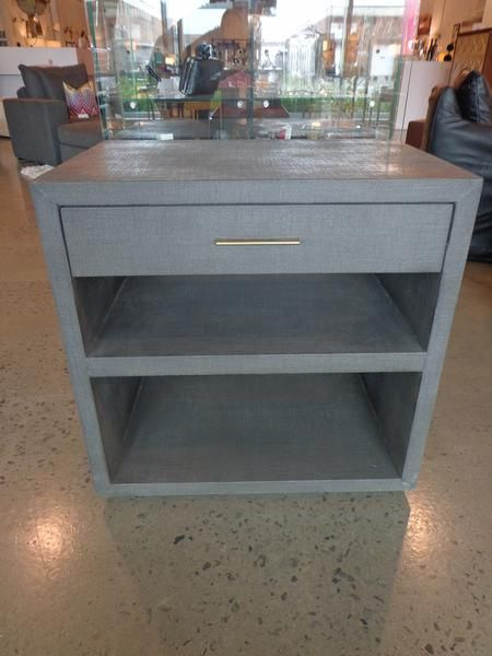 Side/night table (2x)