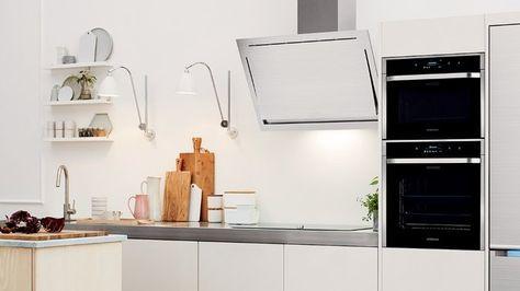 Comme tout appareil d'électroménager, il est important de nettoyer son micro-onde régulièrement ! On partage avec vous toutes nos combines pour le nettoyer facilement !