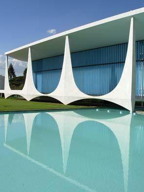 Palácio da Alvorada, residência oficial do Presidente da República Federativa do Brasil. Obra do arquiteto Oscar Niemeyer.