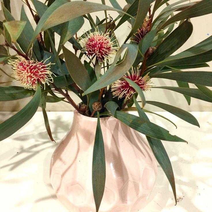 Hama in honeycombe vase
