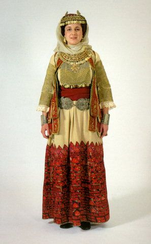 Η γυναικεία φορεσιά της Αττικής / Women's costume of Attica.