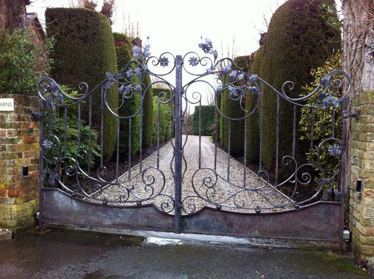Art  drive way gates