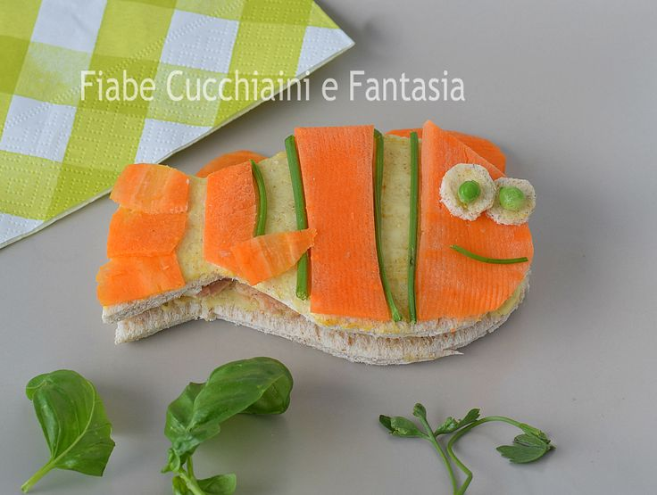 Sandwich pesce ricetta facile , un panino pesce farcito con tonno e maionese, decorato con carote crude, facile e divertente ricetta per i piccoli.